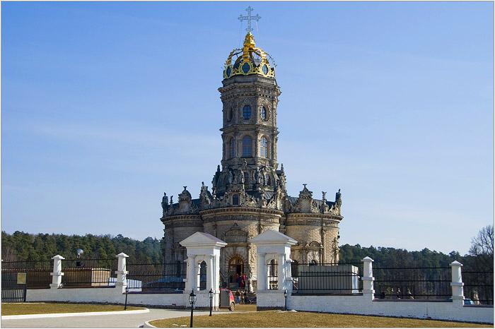 Усадьба и Церковь Знамения в Дубровицах.