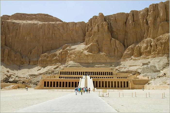 Храм Хатшепсут в Дейр эль-Бахри и колоссы Мемнона