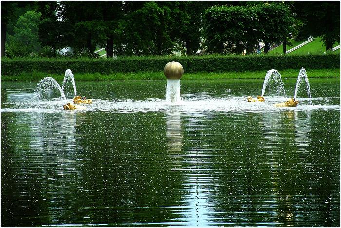 В фонтане золотое яблоко яблоко куда