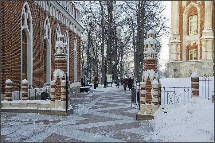 Ограда между малым и большим дворцом