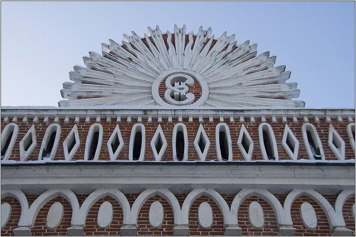Царицыно. Вензель Екатерины на полуциркульном дворце