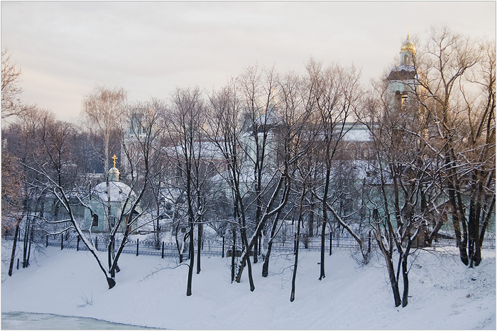 Царицыно парк - усадьба. Вид на церковь