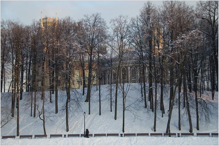 Царицыно парк. Вид на дворец с пруда